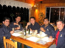 Los Aucas cenando en la Taska