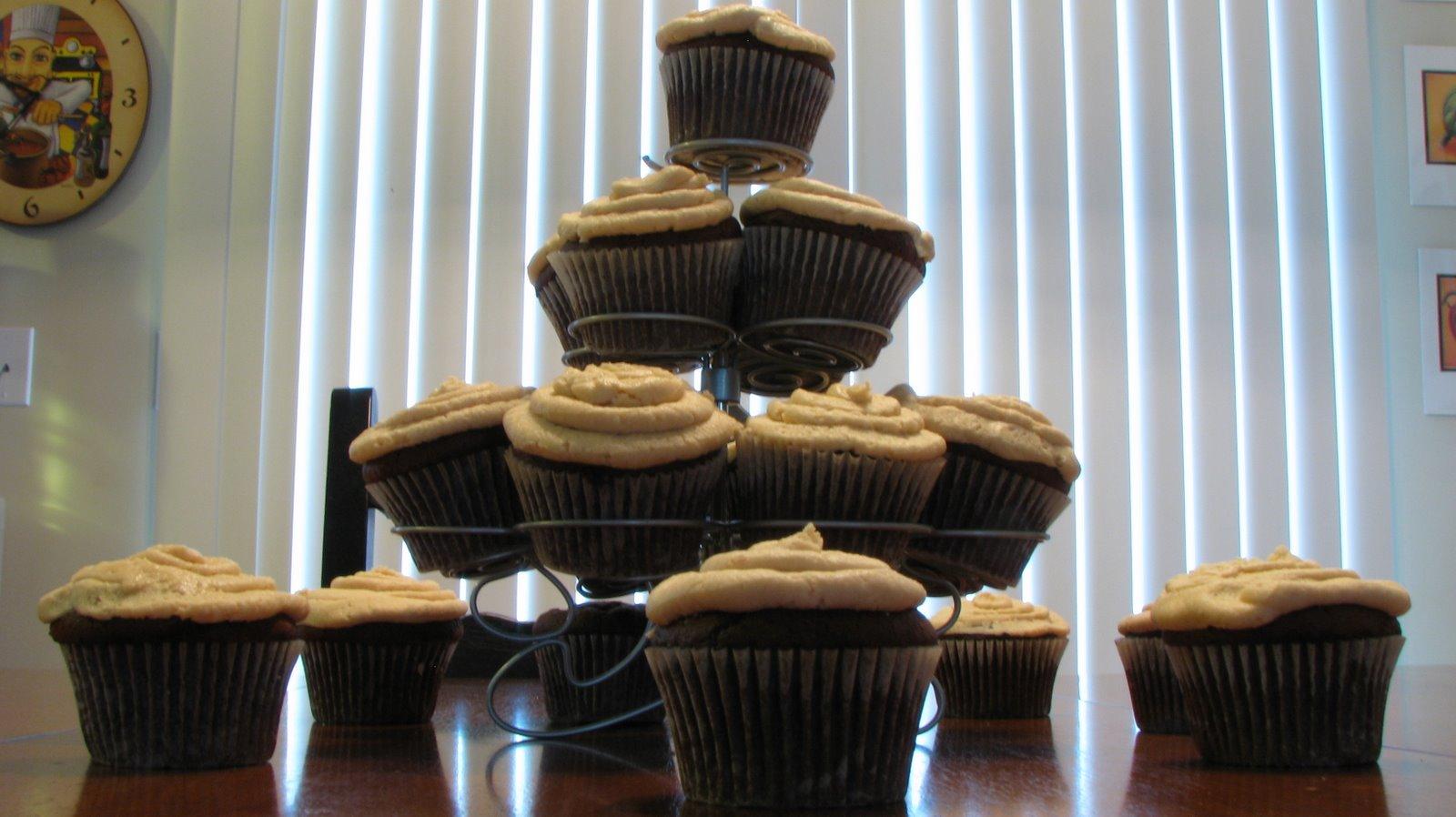 [peanut+butter+chocolate+cupcakes.jpg]