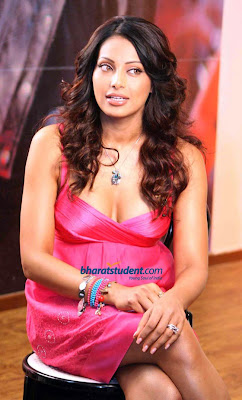 Bipasha basu showing her breast