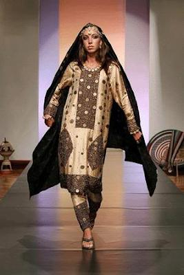 Model  Like An Omani Princess Omani Women39s Traditional Dress More Photos