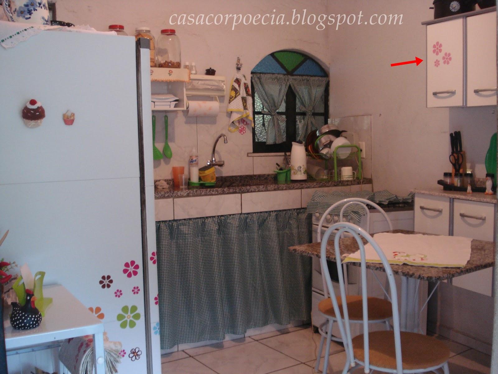 Decoração barata cozinha simples porém muito organizada com
