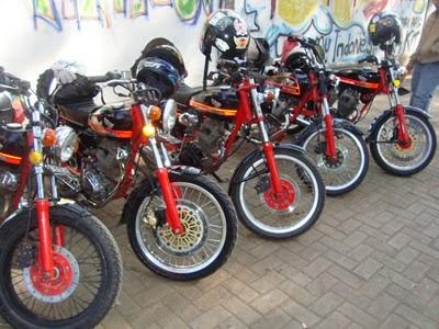 Modifikasi Honda CB 100 ban lebar dan mesing tiger