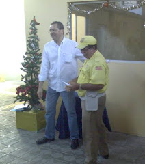 Entrega de prémio simbólico do Natal 2008, (foto Ernesto, Amador)