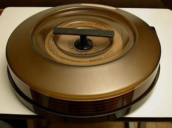 Uno de Los Primeros Discos Duros, cartuchos de 4 Pulgadas de alto con 6 discos de 14 Pulgadas