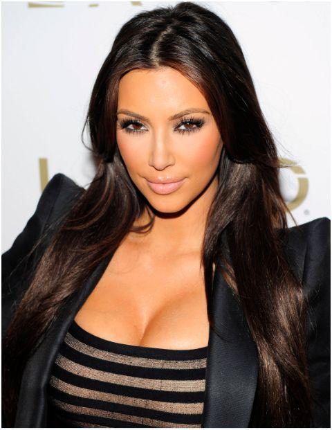 Sexy Actress Kim Kardashian in Lavo Nightclub HQ Pictures
