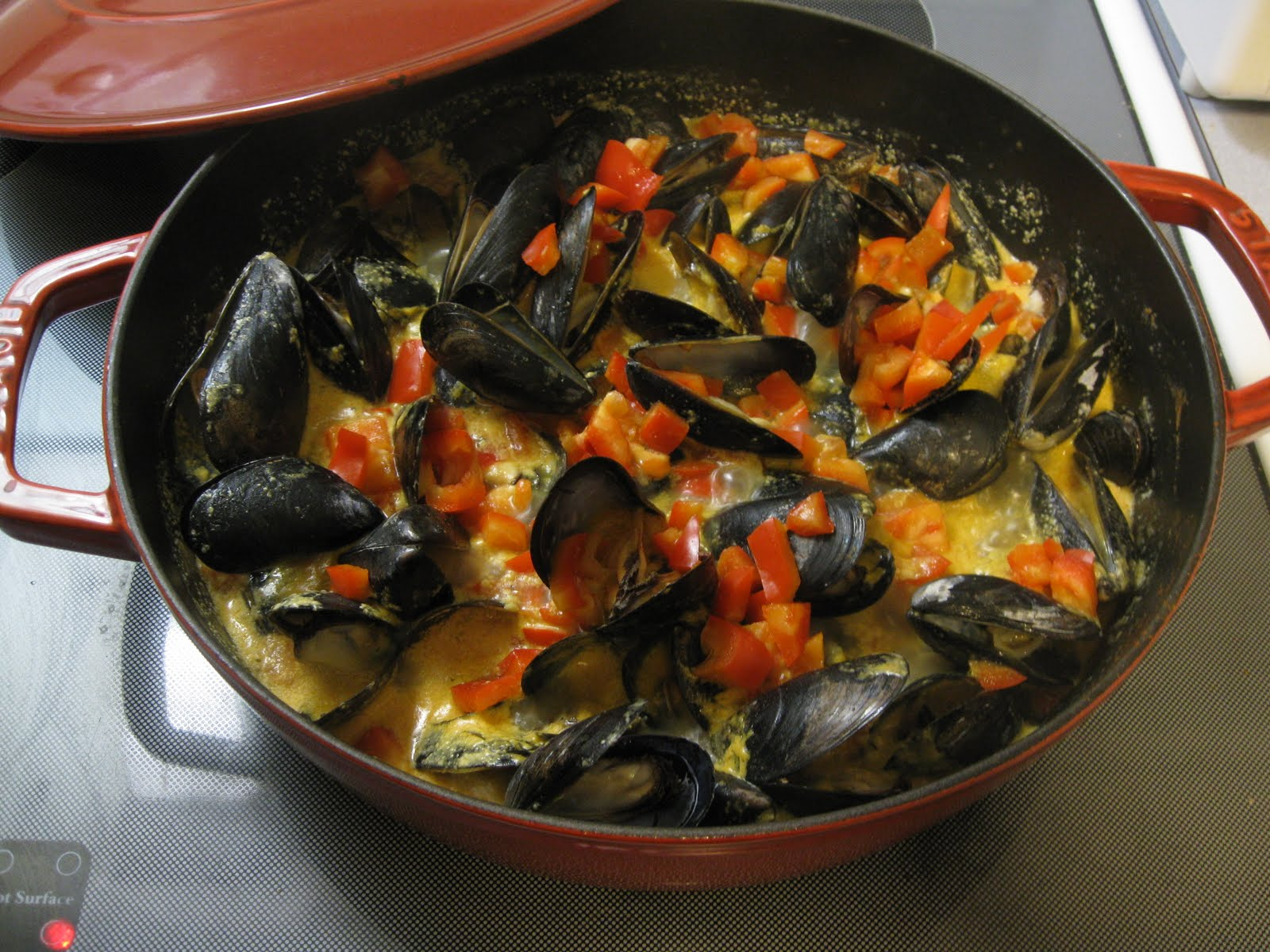 Crash in the Kitchen: Mussels in Thai Red Curry Sauce