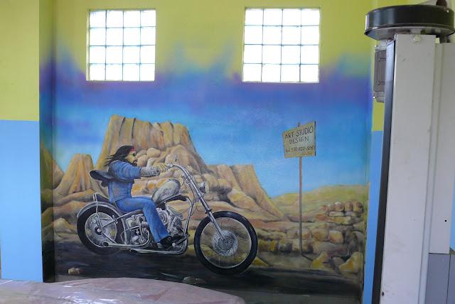 Obraz ścienny, malowanie Harleya Devidsona na ścianie, mural