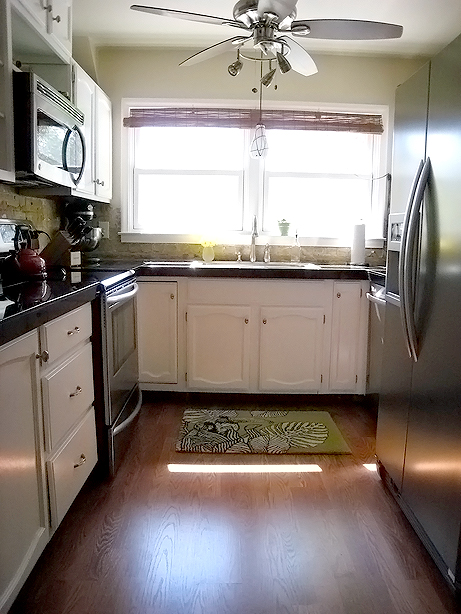 Kitchen Remodel: Affordable DIY Undercabinet Lighting