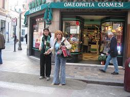 In Strada.. via Matteotti, Sremo.. Melissa e Ketti .. su.. livellamento..BARRIERE ARCHITETTONICHE