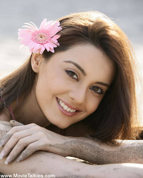 Minissha Lamba Cute Face Close up Pics