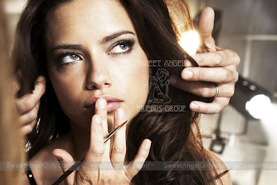 adriana_lima_hot_wallpaper_06_sweetangelonly.com