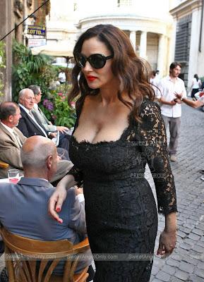 monica_bellucci_hot_wallpaper_08_sweetangelonly.com