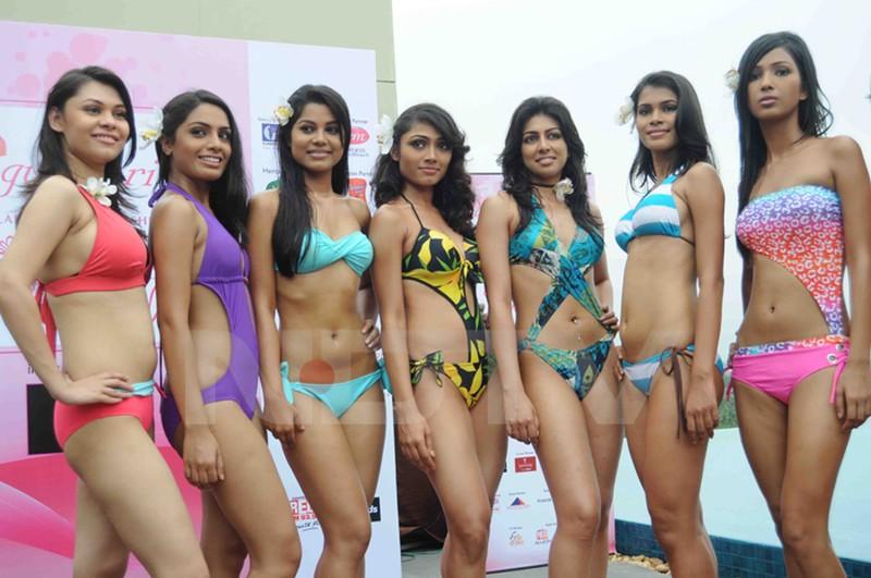 girls Sexy beach indian