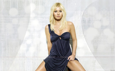 elisha_cuthbert_hollywood_actress_wallpaper_09_sweetangelonly.com