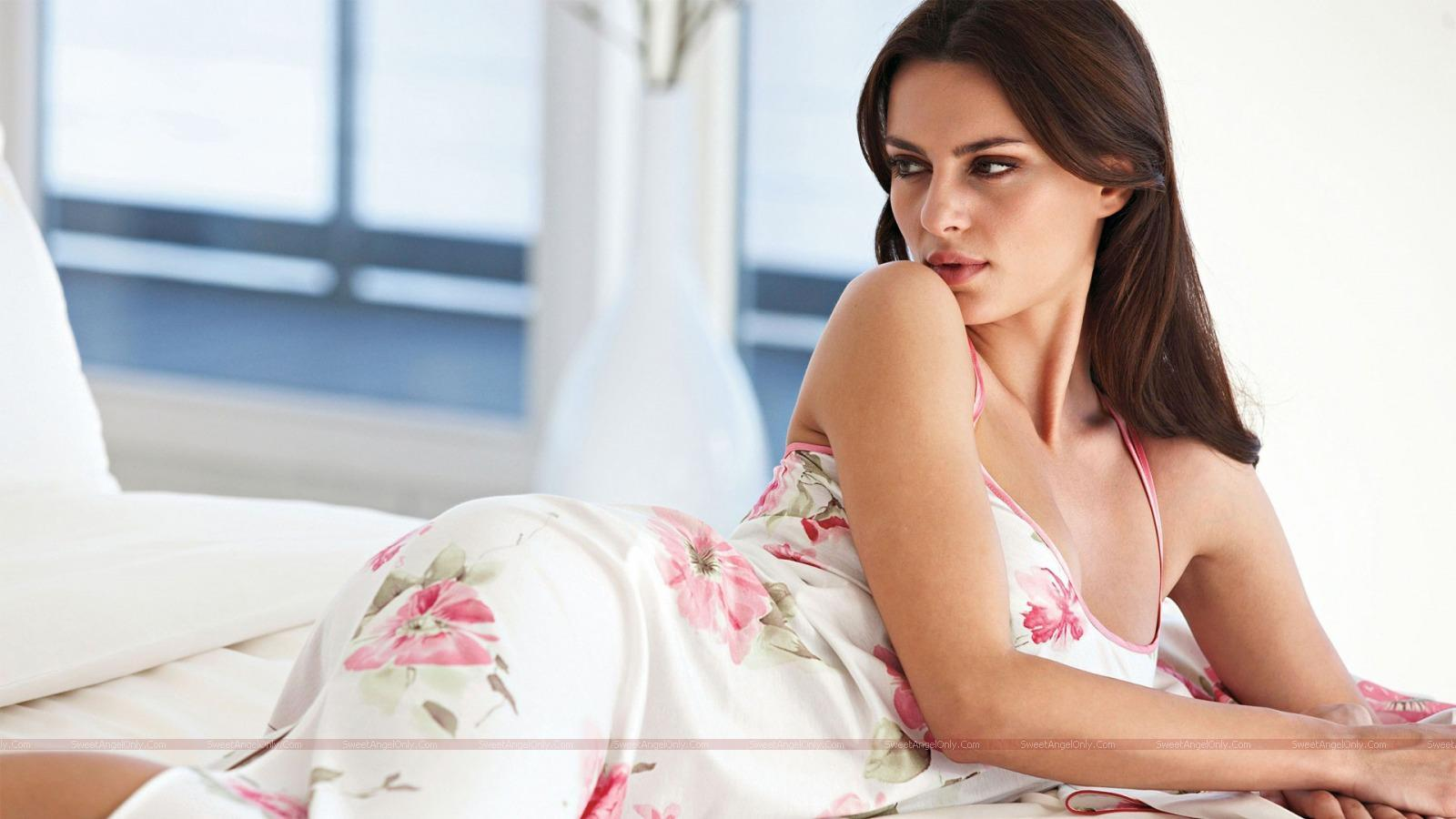 hollywood sexy actress wallpapers