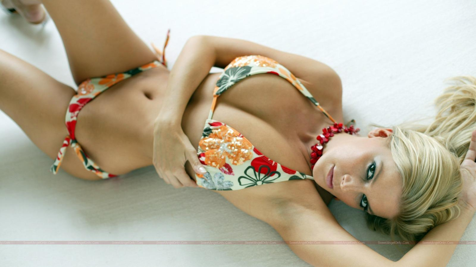 http://3.bp.blogspot.com/_jJPqWg6V3Y8/TTmIz9LIRQI/AAAAAAAADtU/KL54M87QlB0/s1600/hollywood_hot_actress_wallpapers_59_01.jpg