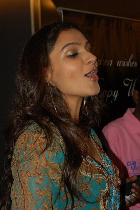 andrea jeremiah playback singer actress pics