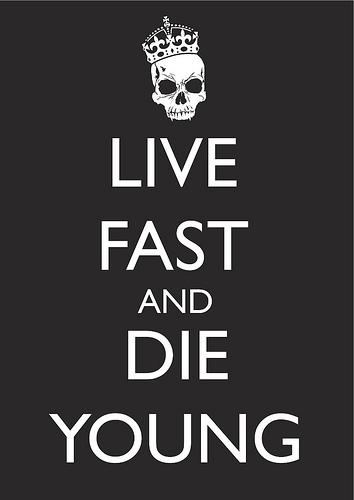 live fast die young Como dos niños pequeños, ¿jugamos es muy fácil, te explico: yo tengo un corazón y te lo paso a ti juntos, tenemos que hacer que crezca ¿sabes cómo.