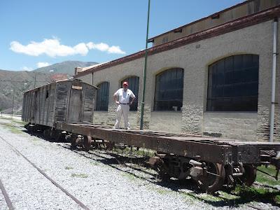 Travesia por las vias del tren hasta humahuaca