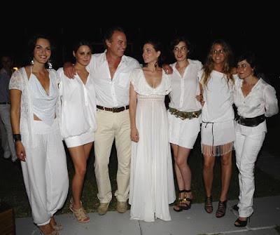 los vestidos blancos ideales para las fiestas ibicencas - Decoracion Fiesta Ibicenca