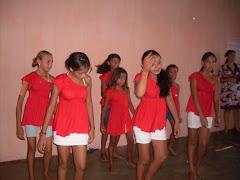 Apresentação de Dança na E.E.F Miguel Nunes sobre o PETECA