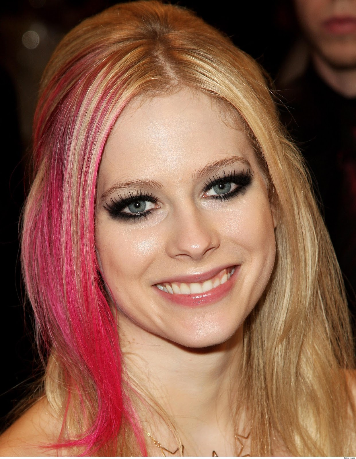 http://3.bp.blogspot.com/_jPsUHRPlxFw/TRV2YMfCykI/AAAAAAAACC4/YhrUiM0zQ98/s1600/Avril+Lavigne-pink.jpg
