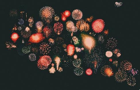 http://3.bp.blogspot.com/_jPsUHRPlxFw/TTvJjTryVPI/AAAAAAAACNM/giA8kQwIvq8/s1600/firework+1.jpg