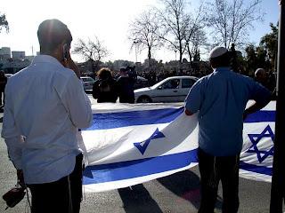 Israel distribui folhetos visando preparar a população israelense para a guerra com o Irã