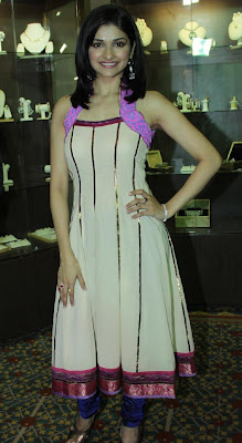 Prachi Desai Hot: Prachi Desai at the Inauguration of Diamond Jewellery Exhibition ...