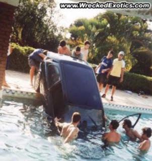 automobil sleteo u bazen