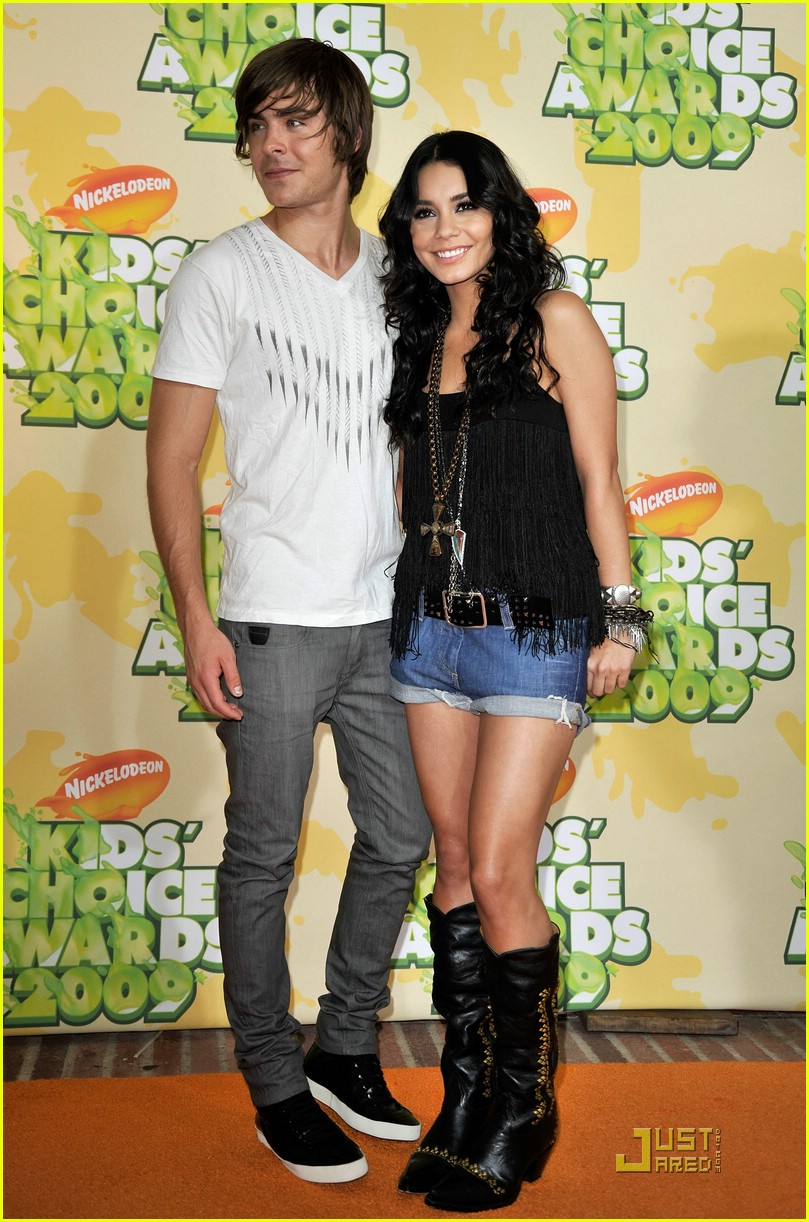 [zac-efron-vanessa-hudgens-2009-kids-choice-awards-01.jpe]