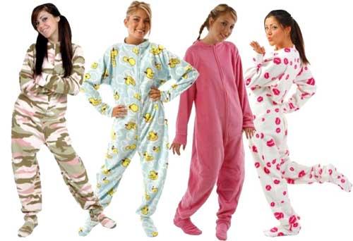 Votre tenue de combat, c'est quoi ? Parlons chiffons !  - Page 2 Adult_footed_pyjamas