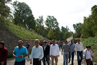 Un grupo de participantes en la marcha. En primer plano, Joaquín del Valle, concejal de IU