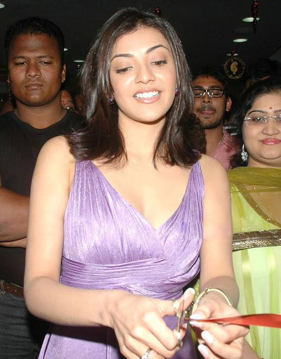 kajal opening of desinger mall of kalanikethan cute stills