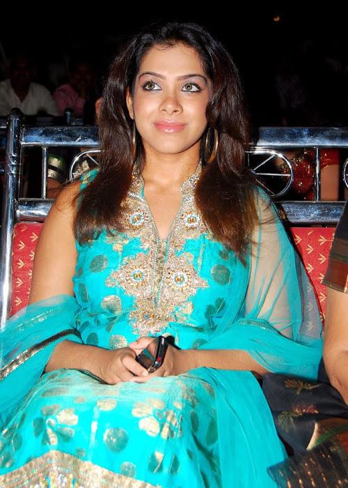 Sandhya In Sleeveless Salwar Suit Wallpapers show