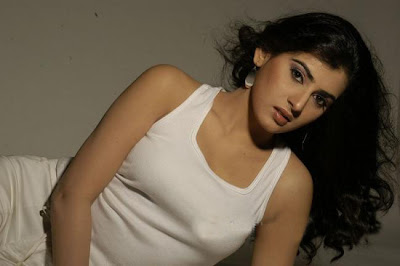 spicy skin of archana actress pics