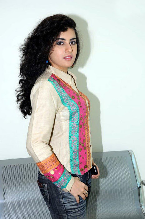 archana poses unseen pics