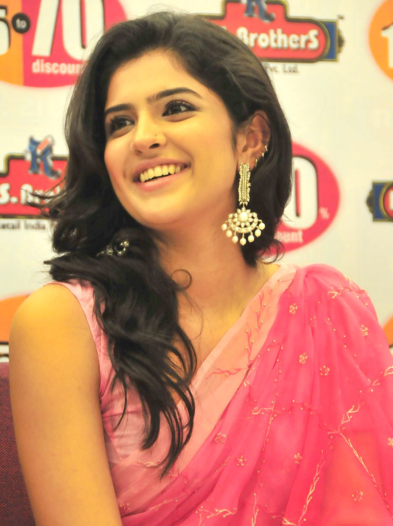 Tollywood Actress Deeksha Seth in pink Saree gallery pictures
