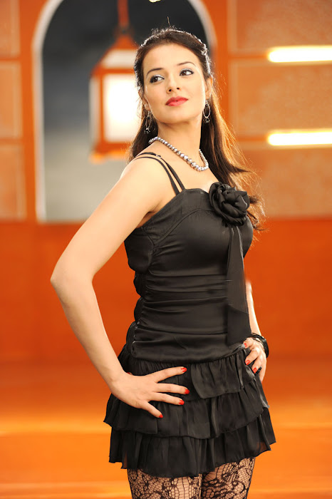 saloni n spicy from maryada ramanna latest photos
