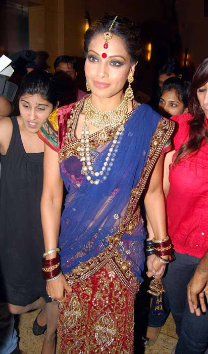 bipasa basu in her traditional look rwalk actress pics