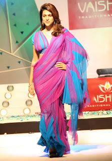 Sraddha Das Ramp At Vaishnavi Jewellers Fashion Show