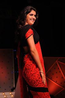 Deeksha Seth on Ramp At Vaishnavi Jewellers Fashion Show
