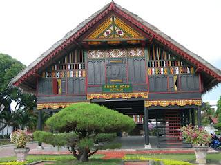 rumoh aceh rumah adat nangroe aceh darussalam-traditional-house