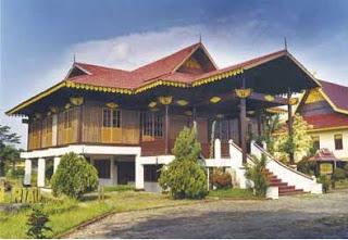 Rumah-melayu-selaso-jatuh-kembar-Pekanbaru-Riau-traditional-house
