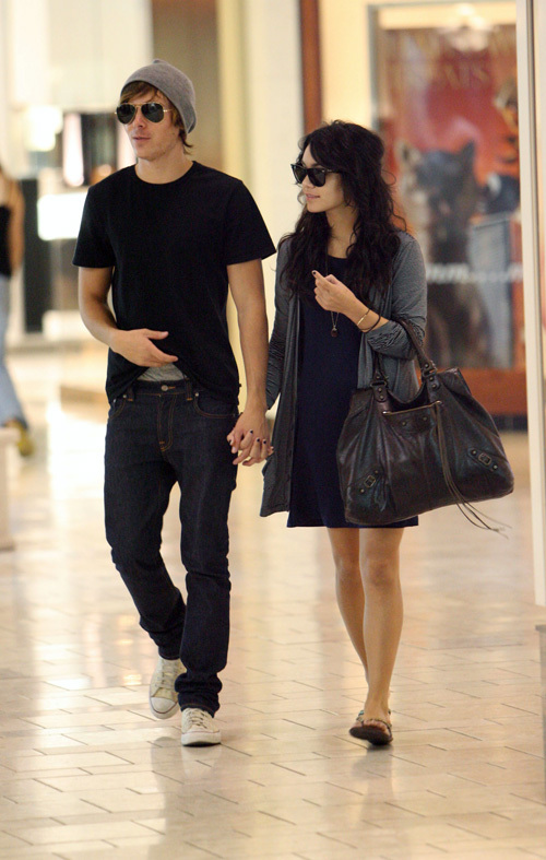 zanessa. omg! is it true vanessa and zac efron. Vanessa Hudgens and