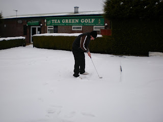 Minigolfer Richard Gottfried attempting to play on the snowed under Crazy Golf course at Tea Green Golf, Wandon End, Luton