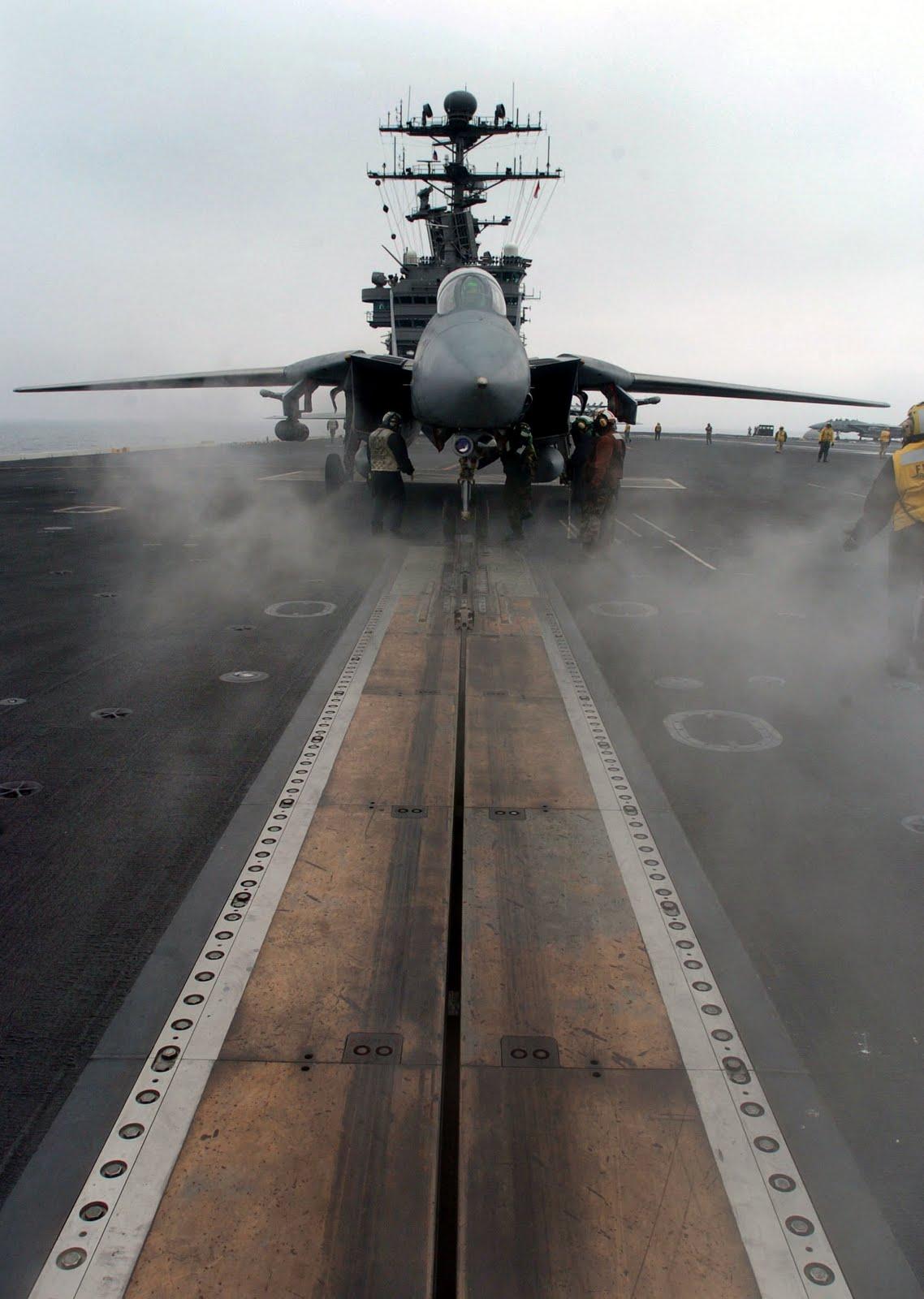 F-14 Tomcat - Page 2 F-14D-Tomcat-on-USS-John-C.-Stennis