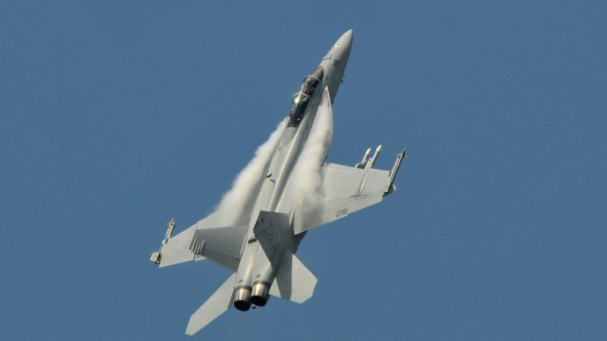 http://3.bp.blogspot.com/_ja676MG45Zg/S_8X1pnnfGI/AAAAAAAADgM/rRYSLw1eEKY/s1600/fa-18-super-hornet-paris-air-show.jpg