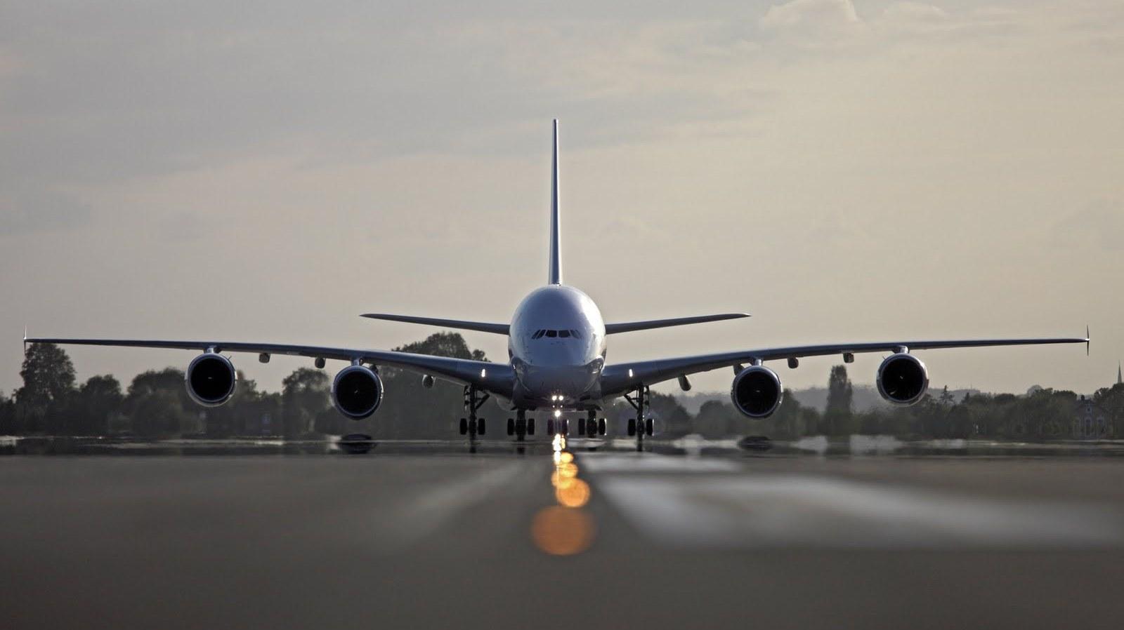 http://3.bp.blogspot.com/_ja676MG45Zg/S_VwVUceynI/AAAAAAAADW4/NWk9dRcqLmI/s1600/air-france-airbus-a380-on-runway.JPG