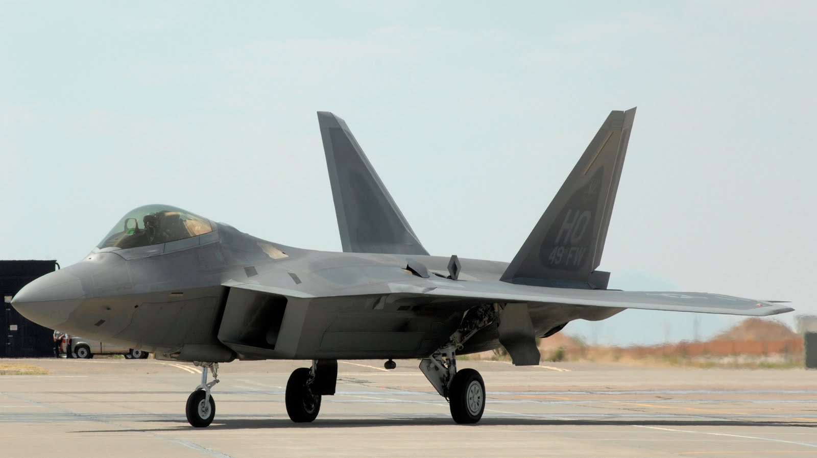 http://3.bp.blogspot.com/_ja676MG45Zg/TIPlajaHcHI/AAAAAAAAEjU/NH6rztks40U/s1600/f22-raptor-grounded-close.jpg